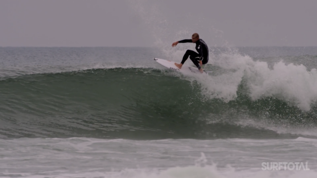 Mick Fanning warm up at Peniche