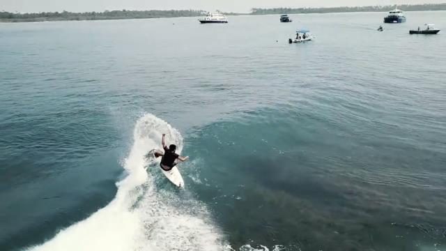 """Sorry I'm Busy Surfing"" / Mentawai, Indonésia"