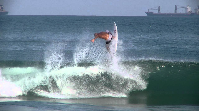 What if Kelly Slater was born a goofy footer?
