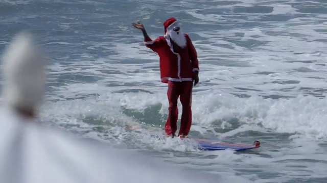 Surf : Santa Claus is surfing in the barrel, Maresias