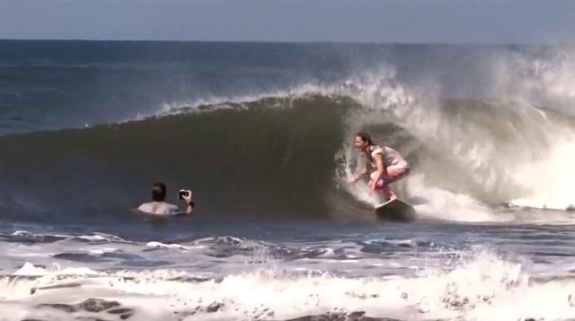 miel - Alena Ehrenbold surfing