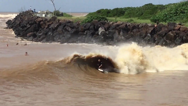 Tweed River's Novelty Wave Pumping Out Brown Bazzas