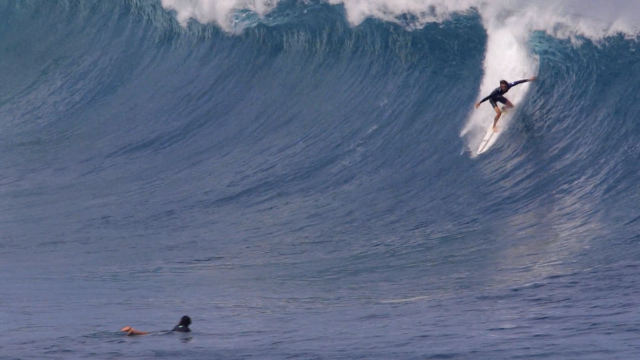 Natedogg snaps his femur surfing on a big day....Maui, Westside
