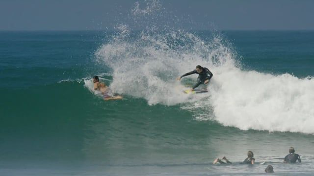 Jordy Smith flexing at Lowers