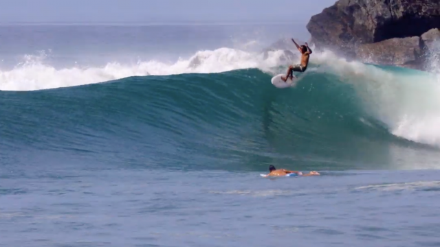 Watch How an Asymmetrical Twin Goes in Pumping Point Surf