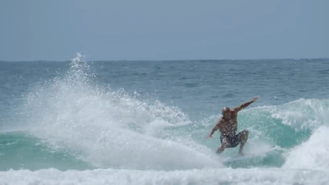 Watch: Kelly, Gabs And The Wright Fam At Snapper (No Jerseys!)