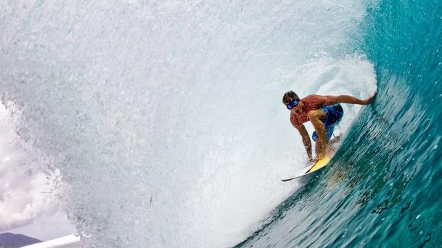 Bruce Irons surfs Teahupoo blindfolded
