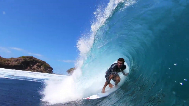 Surfing Amazing Waves in Pacitan / Java !!