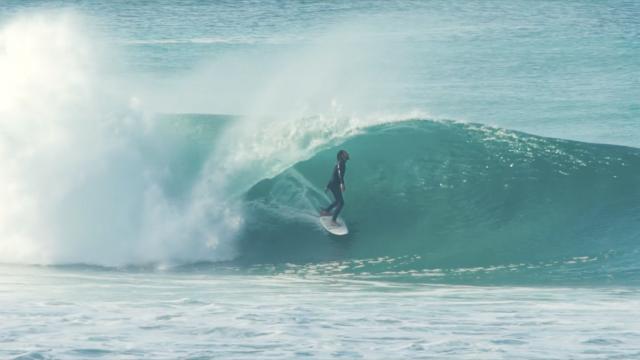 Lula Lickfold Surfing Supertubos Portugal